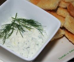 tzatziki o salsa de yogur griega