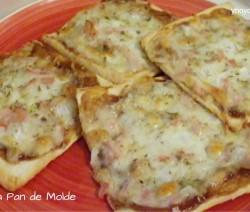 Mini Pizza de Pan de Molde con bacon