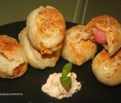 hojaldre de salchichas y queso