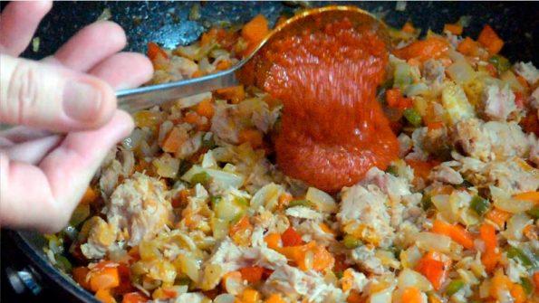 echar el tomate e integrar