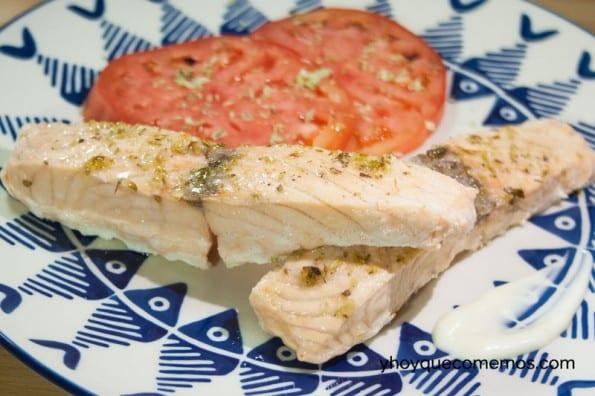 salmon al vapor con hierbas aromaticas