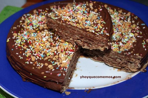 tarta de obleas de chocolate y cacahuetes con sabor a huesitos