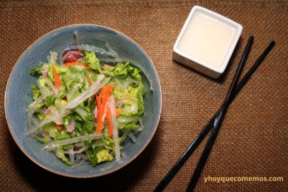 ensalada-china-con-salsa-agridulce-blanca