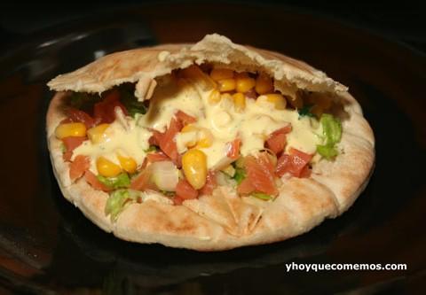 receta-de-pita-rellena-con-salsa-de-ajo-tierno-y-yerbabuena