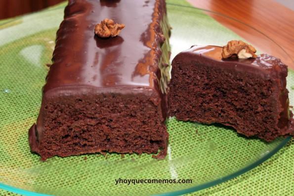 Bizcocho-de-Chocolate-con-Cobertura