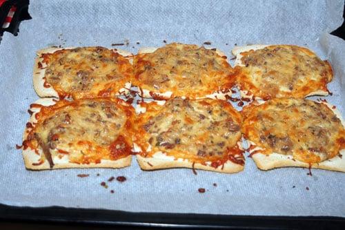 mini-pizzas-de-pan-de-molde-recien-sacadas-del-horno