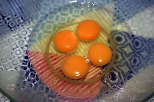 batir-4-huevos-para-el-Quesillo