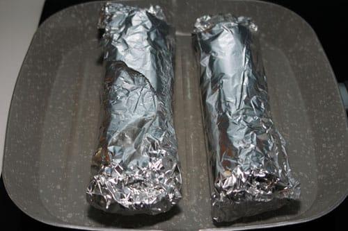 envolver-el-Kebab-de-Pollo-Casero-en-papel-de-aluminio