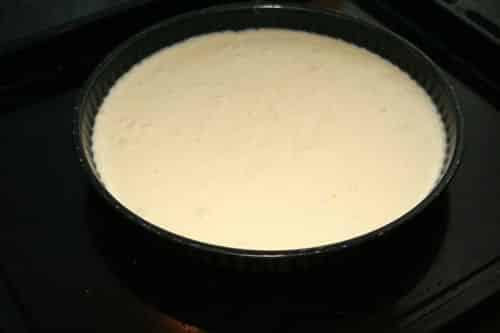 Verter-en-un-molde-engrasado-con-mantequilla