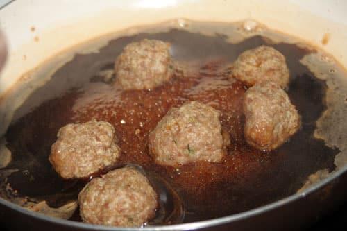 poner-las-albondigas-con-la-salsa-teriyaki