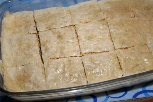 cortar-el baklava dulce-arabe