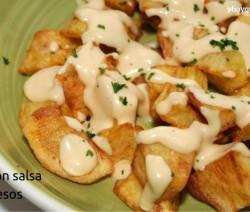 patatas con salsa de queso