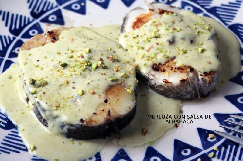 merluza con salsa de albahaca