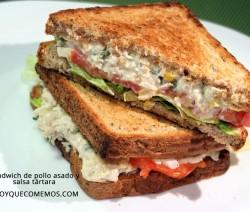sandwich de pollo asado y salsa tartara