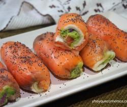 rollitos de salmon y guacamole