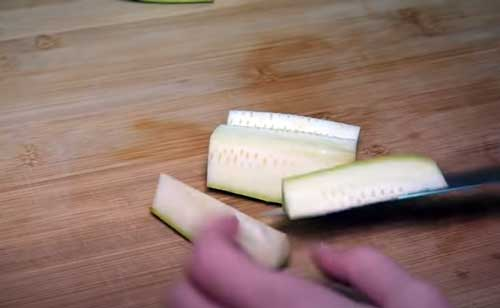 cortar los bastones de calabacín