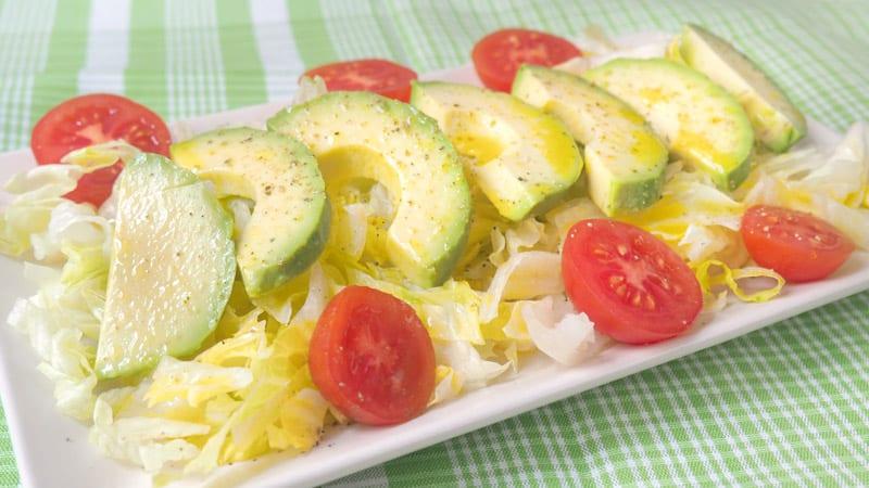 ensalada-de-aguacate-y-tomate-con-alino-facil