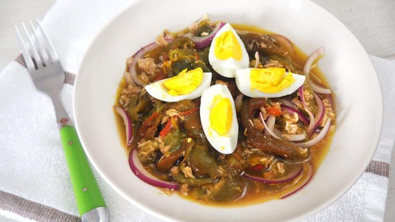aliño o ensalada de pimientos asados verdes y rojos