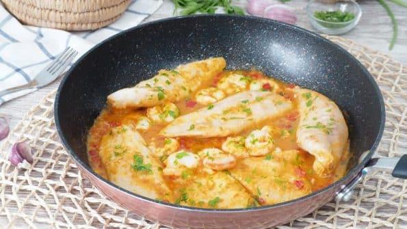 filetes-de-pescado-en-salsa-de-gambas-receta-facil