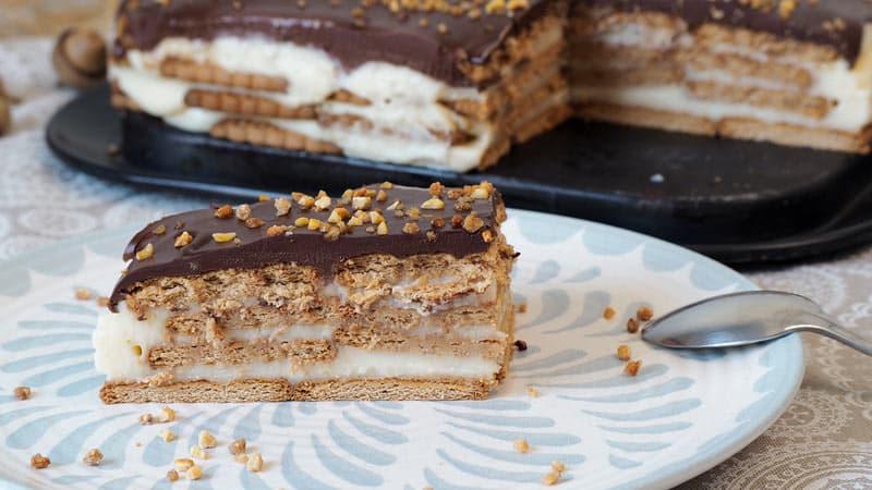 como se hace tarta de galletas tradicional con crema casera y cobertura de chocolate