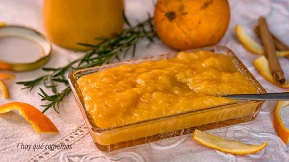 Mermelada de naranja y conservarla en tarros esterilizados durante meses