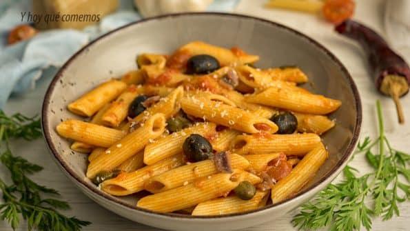 macarrones con salsa puttanesca