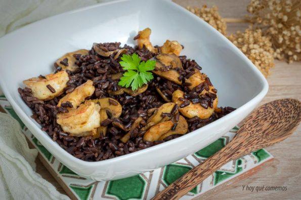 receta de arroz negro con langostinos y champiñones