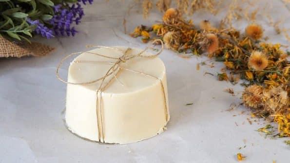jabón casero con aceites vegetales para cosmética natural