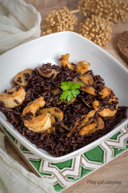 como hacer arroz negro con langostinos y champiñones