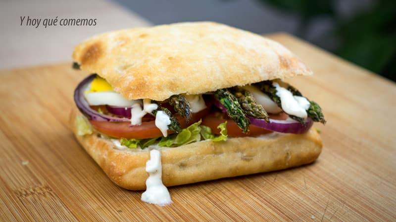 receta de sandwich vegetal con salsa de yogur para cenar