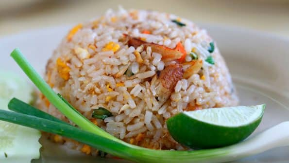 Cómo cocinar arroz perfecto para hacer arroz frito paso a paso