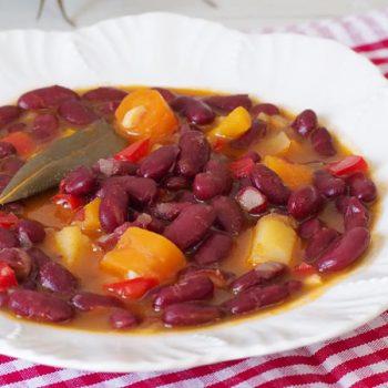 alubias-rojas-con-verduras-rapidas